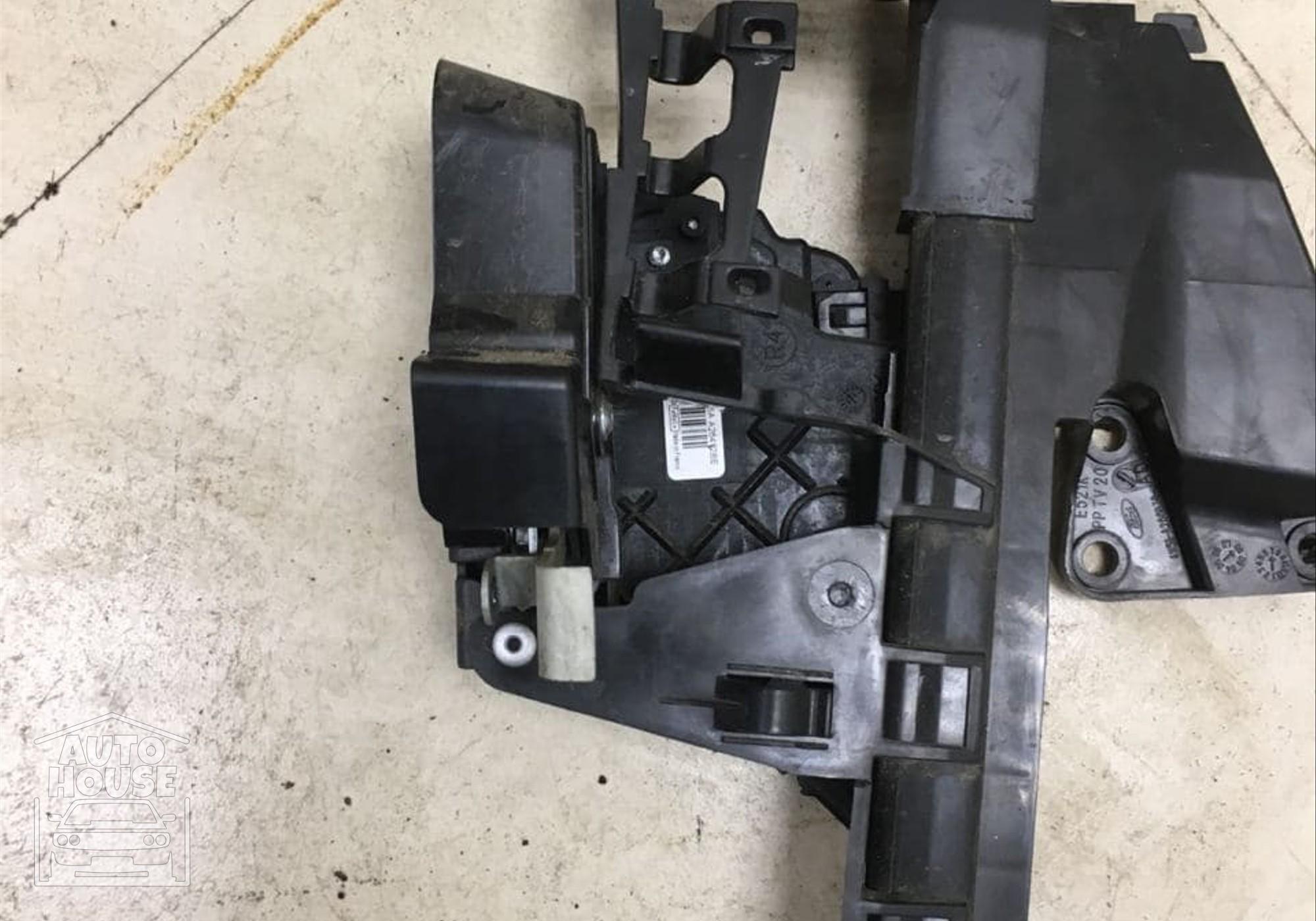 4M51A266B30AD Кронштейн замка задняя правая для Ford Focus II (с 2004 по 2011)