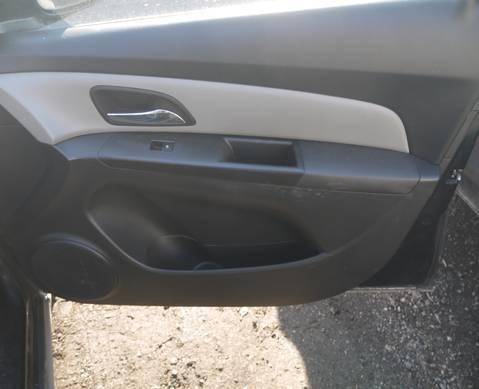 96441176 Обшивка передней правой двери для Chevrolet Cruze I (с 2009 по 2015)