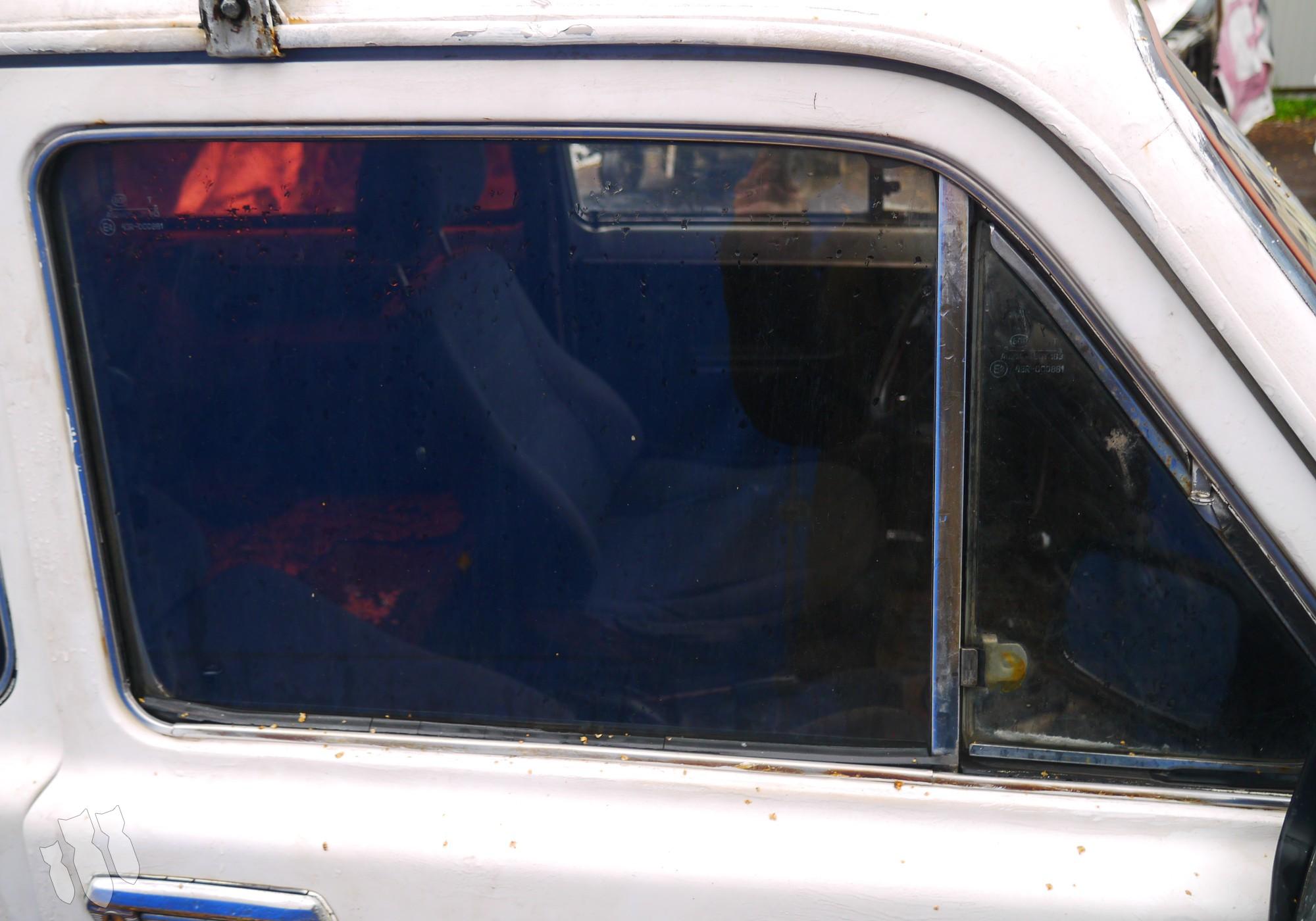 Стекло передней правой двери для Lada Нива (4х4) 2121