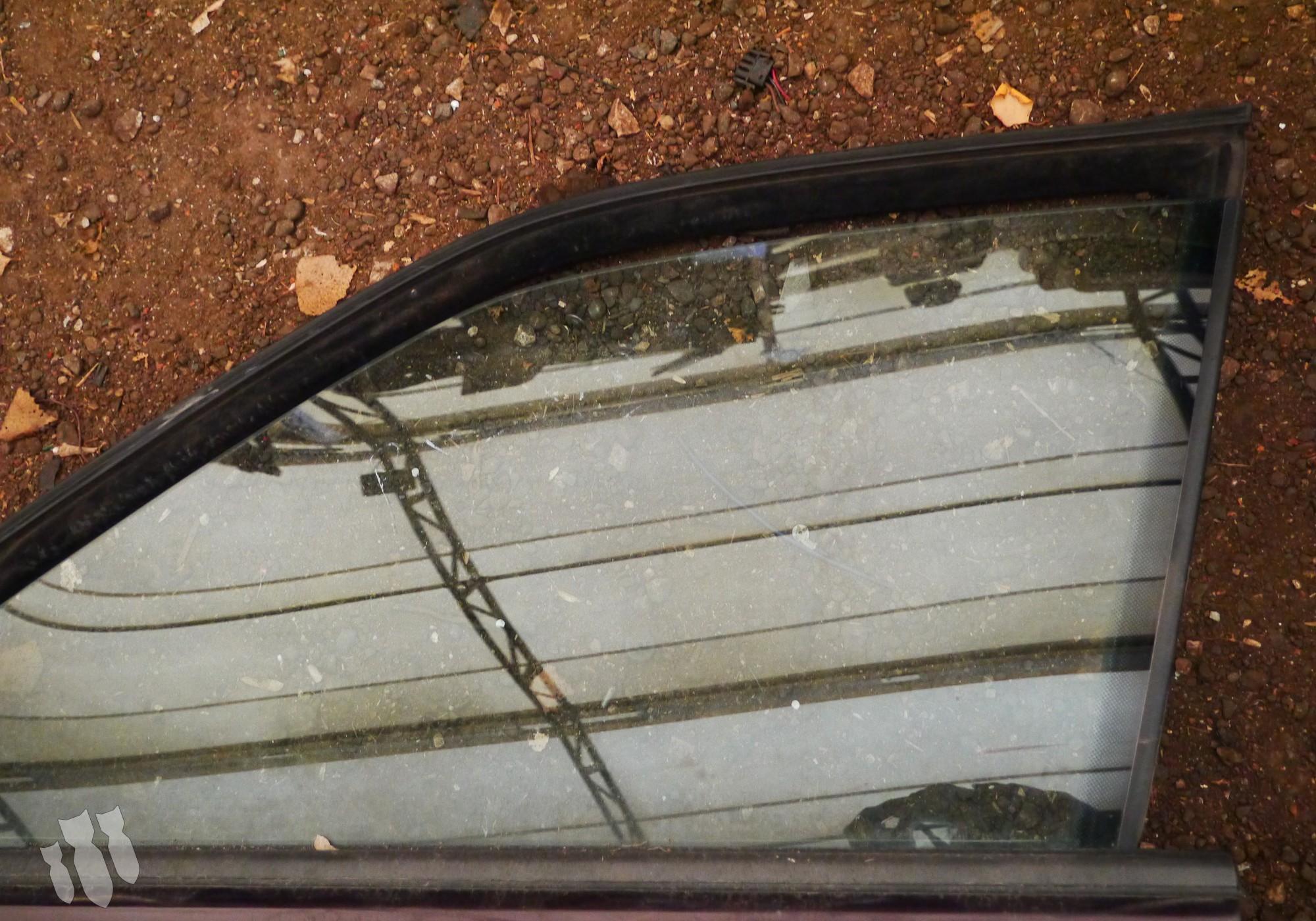 90378107 Стекло двери переднее левое для Opel Omega A (с 1986 по 1994)