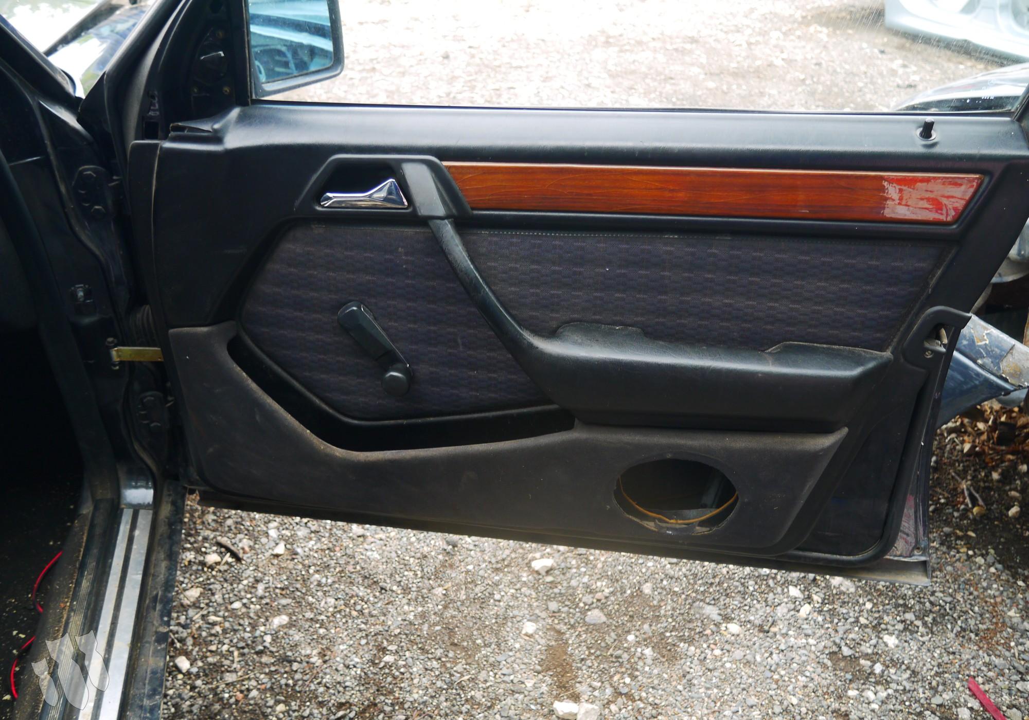 A1244601180 Обшивка передней правой двери для Mercedes-Benz E-class W124 (с 1984 по 1996)