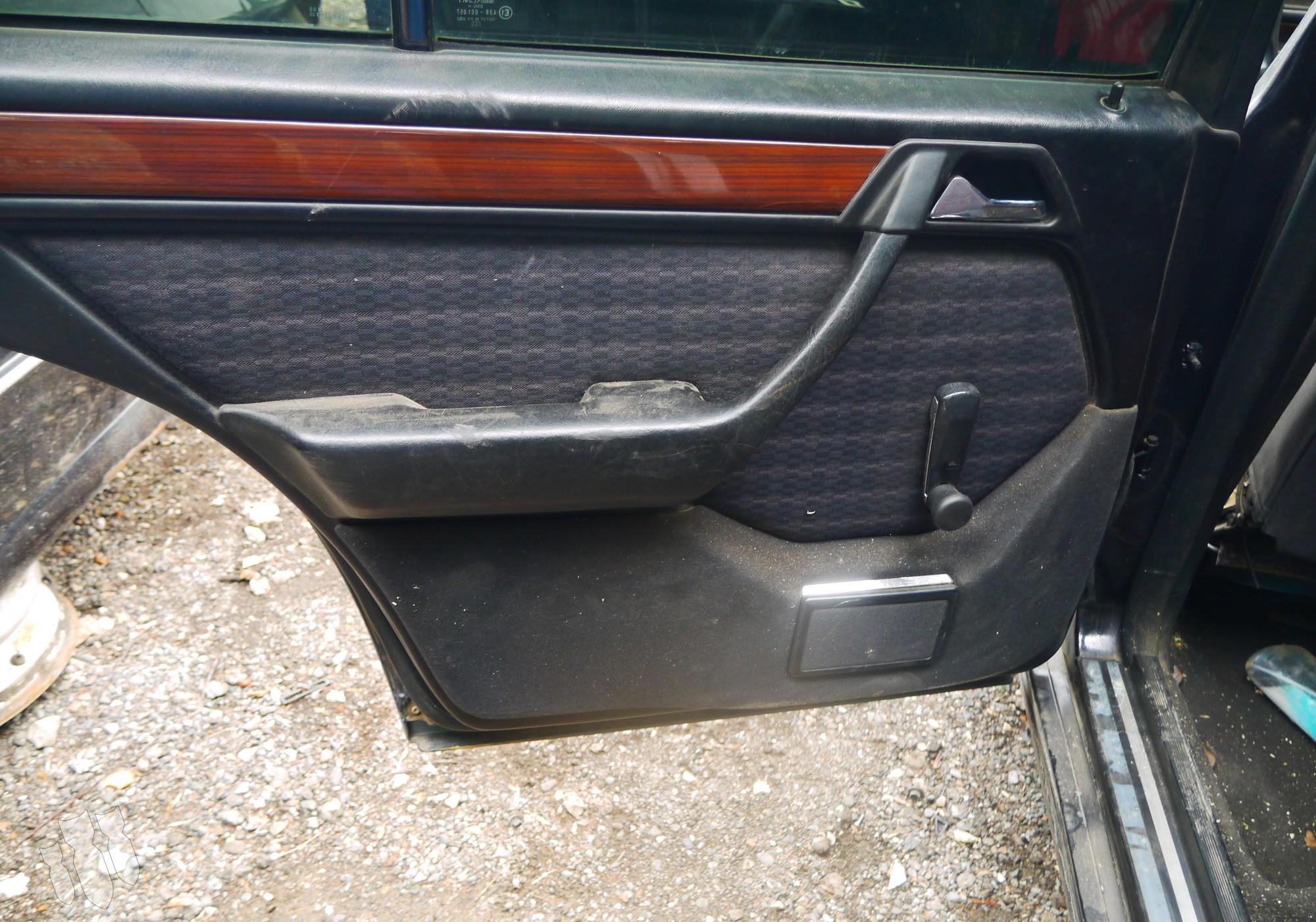 A1247370170 Обшивка задней левой двери для Mercedes-Benz E-class W124 (с 1984 по 1996)