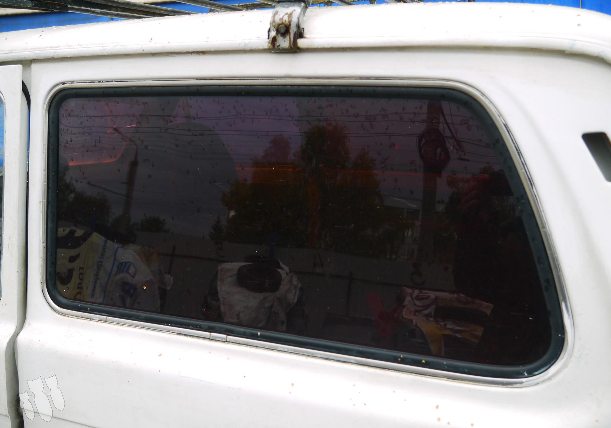 Стекло кузовное левое для Lada Нива (4х4) 2121